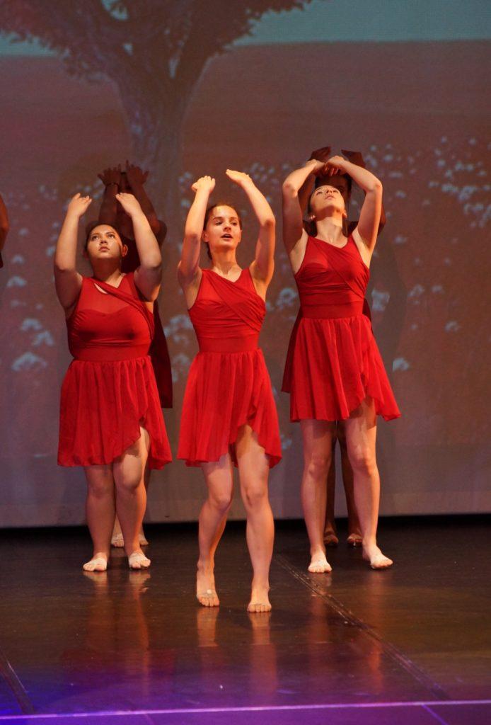 Gala 2019 3 danseuses en rouges